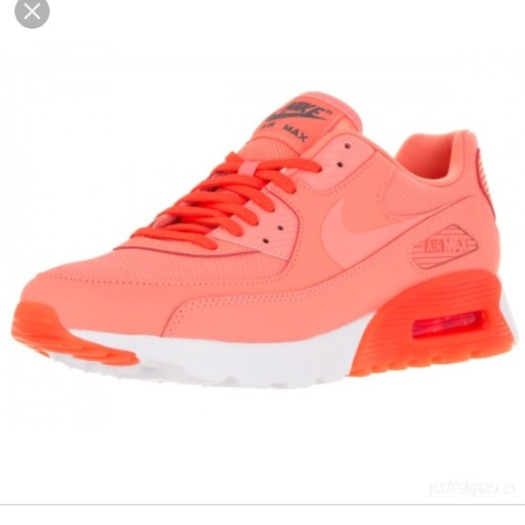 watch 38b0e e3c57 Women s Nike Air Max 90 Ultra Essential. M 5a91e80f8290af38be5d419f